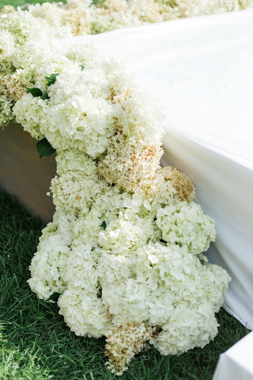 Hydrangea floral decor ideas for a wedding ceremony